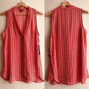 Vince Camuto red sleeveless v-neck blouse sz M NWT